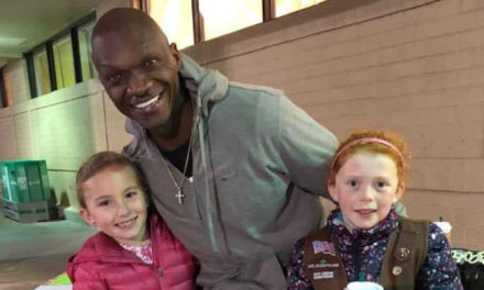 Man Buys All The Girl Scout Cookies So Girls Can Get Warm
