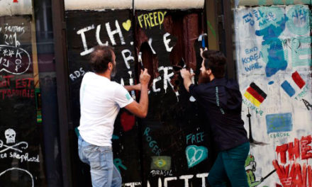 Chocolate Replica Of Berlin Wall Smashed For 30th Anniversary