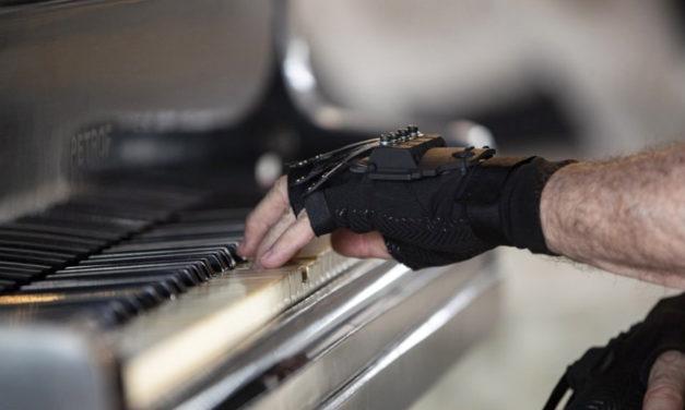 'Magic' Gloves Help Acclaimed Brazilian Pianist Play Again