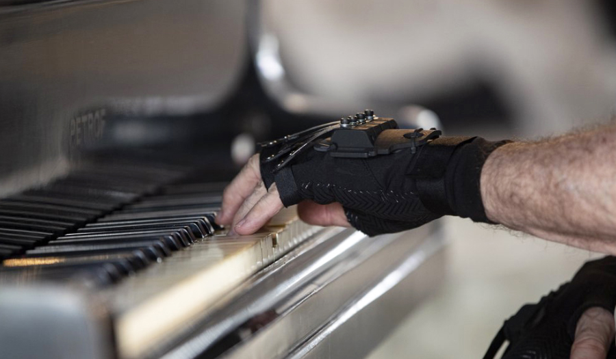 'Magic' Gloves Help Acclaimed Brazilian Pianist Play Again