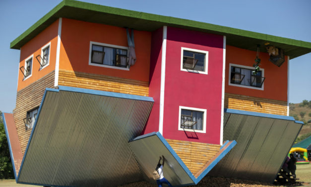South African Upside Down House Attracts Tourists