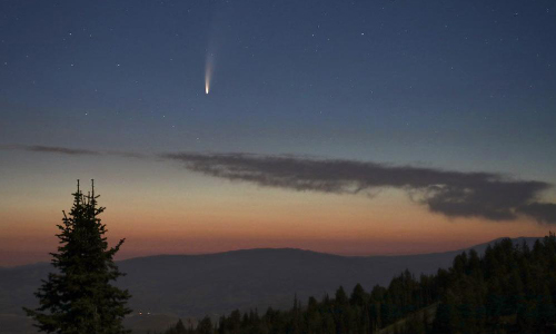 Check Out The Spectacular Show From Comet Streaking Past Earth