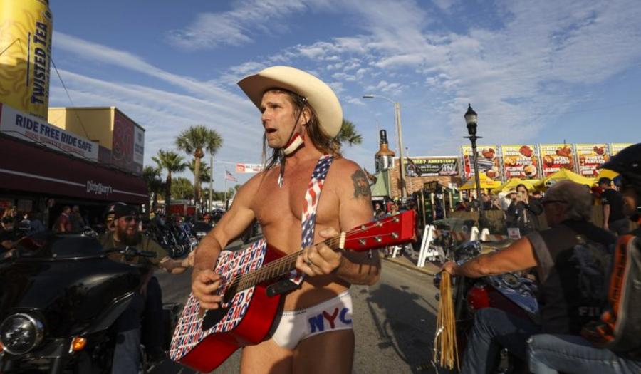 Naked Cowboy Gets Hero's Welcome A Week After Arrest